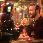 De politie waarschuwt voor een ontmoeting na online daten, aangezien de vergrendeling gemakkelijker wordt